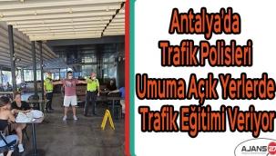 Antalya'da trafik polisleri umuma açık yerlerde trafik eğitimi veriyor
