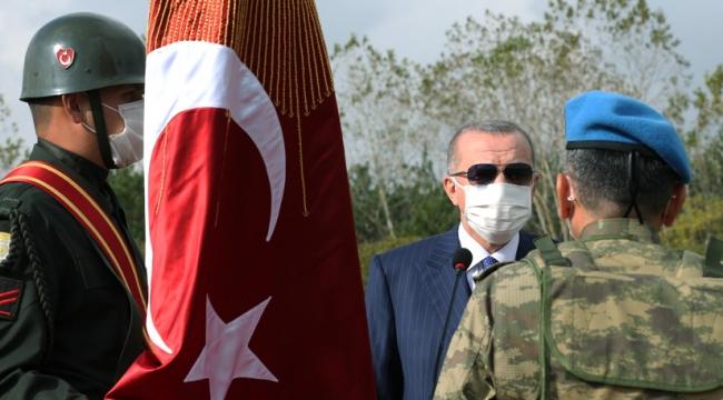 Türk Ordusunun hiçbir birliğinin sancağı, son neferi de can vermeden toprağa düşmemiştir