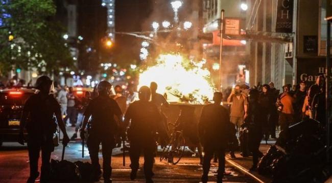 New York'un merkezinde isyanlar: Protestocular gözaltına alındı