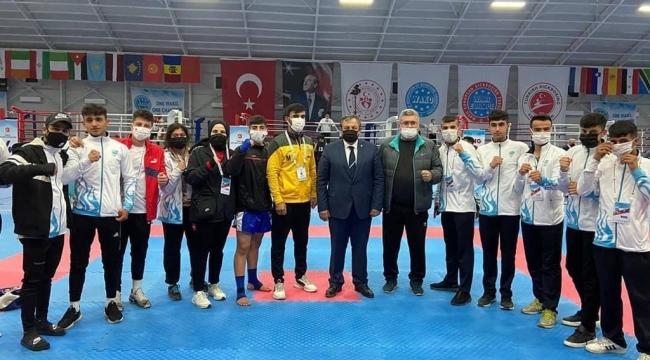 Haliliye Belediyespor kic boks takımı, şampiyonaya damgasını vurdu