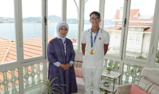 Emine Erdoğan, olimpiyat şampiyonu Mete Gazoz'u kabul etti
